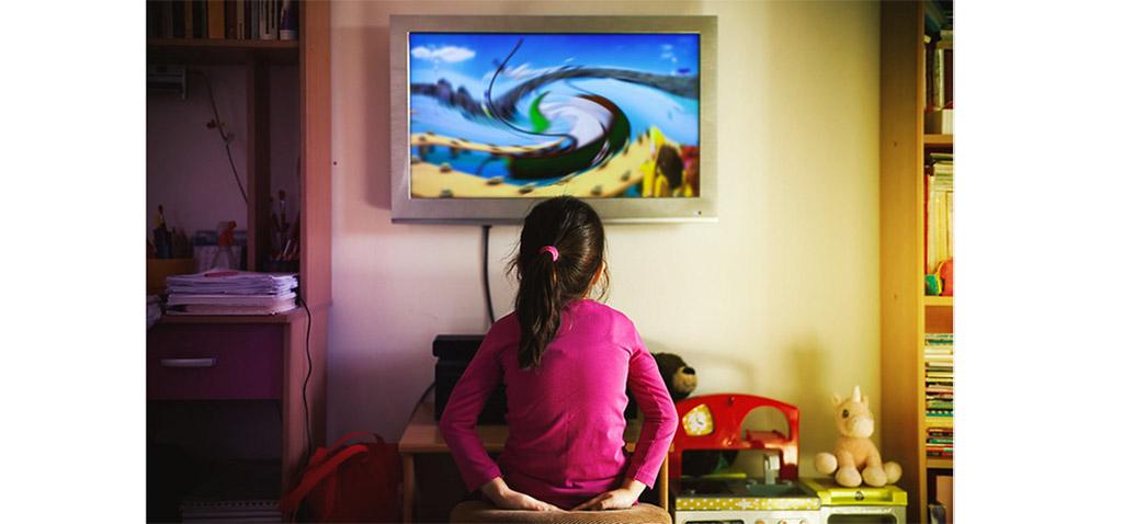 Un estudio de UCA y US demuestra que 9 de cada 10 anuncios de TV en España para niños incumplen la normativa de alimentación saludable